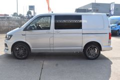 VOLKSWAGEN TRANSPORTER T28 TDI P/V HIGHLINE MODIFIED DAY VAN WITH CARPET AND WINDOWS - 2477 - 10