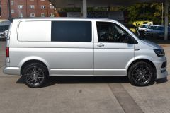 VOLKSWAGEN TRANSPORTER T28 TDI P/V HIGHLINE MODIFIED DAY VAN WITH CARPET AND WINDOWS - 2477 - 9